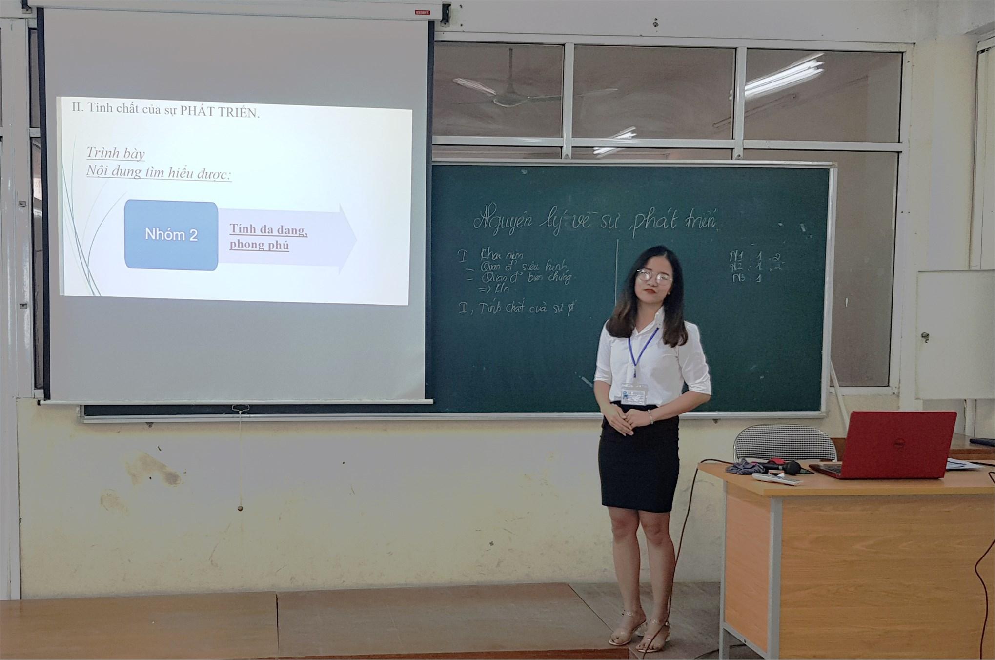 Khoa Lý luận Chính trị - Pháp luật tổ chức hội giảng cho 17 sinh viên Đại học Sư phạm 1 thực tập xong đợt 1