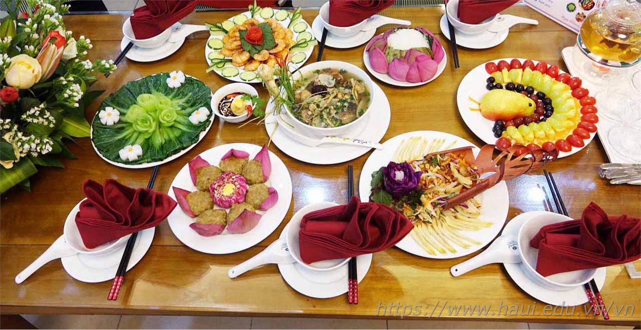 """Khoa Lý luận Chính trị - Pháp luật dành """"GIẢI NHÌ"""" hội thi nấu ăn, cắm hoa chào mừng ngày Phụ nữ Việt Nam 20-10"""